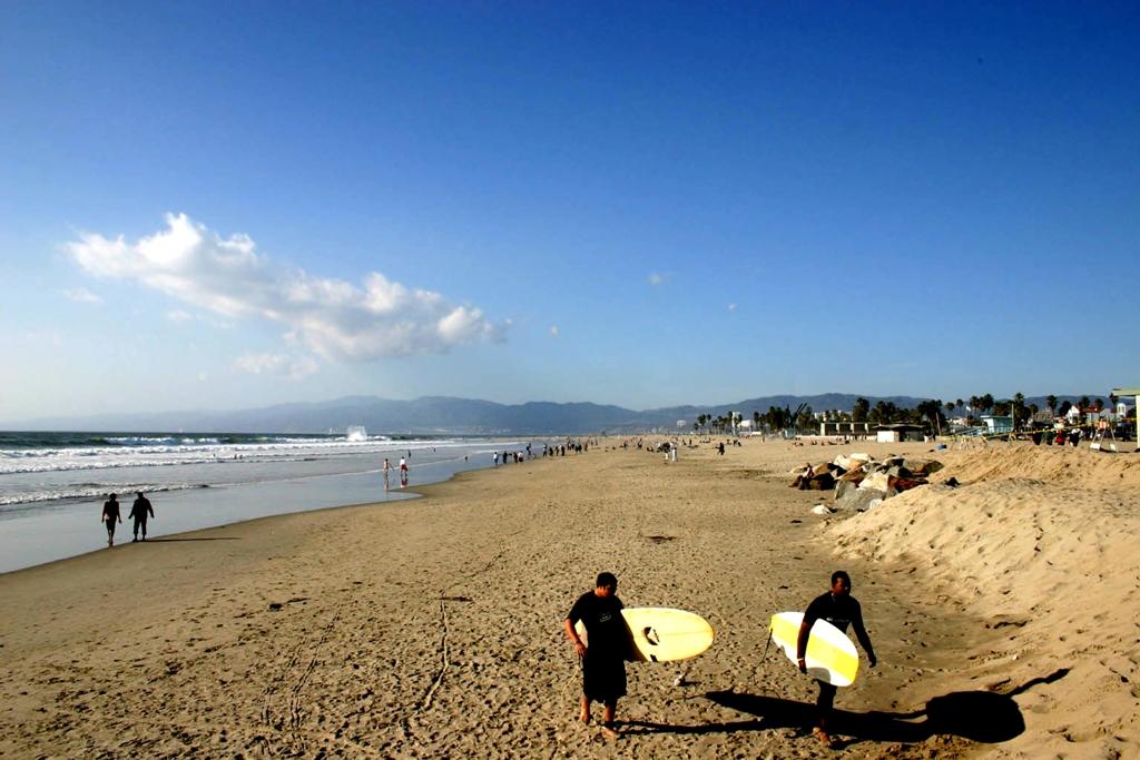 Пляж в Калифорнии. Фото с сайта tonkosti.ru