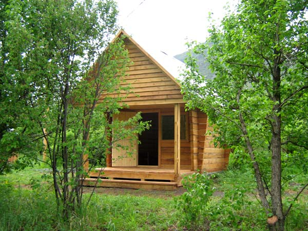 Летний домик на территории базы   www.turistka.ru