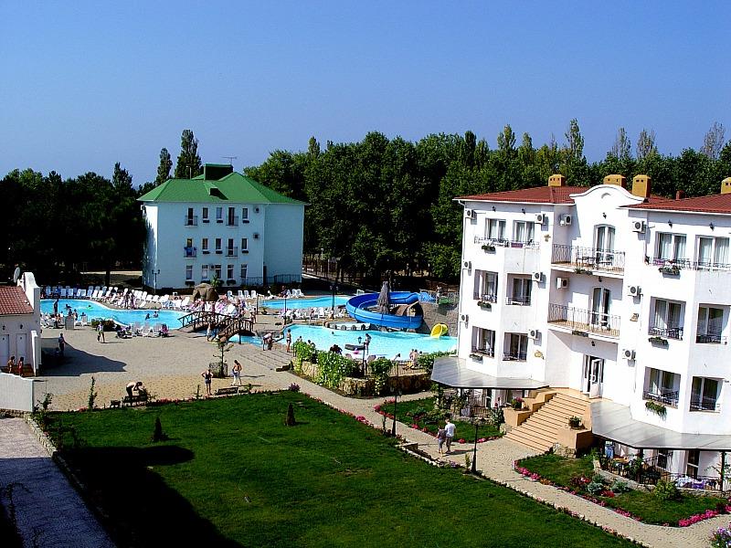На территории. Фото: www.rivieraclubhotel.ru