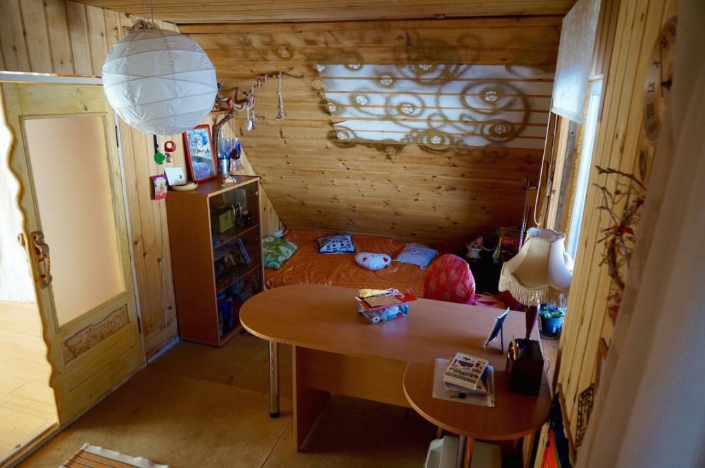 холл и спальное место 2 этаж