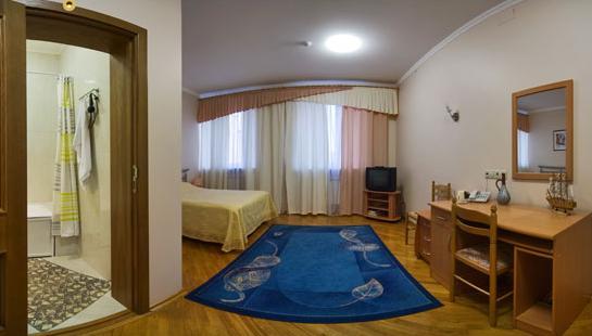 «Полулюкс». Фото: hotel-valeria.ru