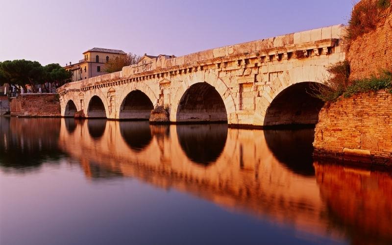 Мост Тиберия. Фото с сайта  www.tourister.ru