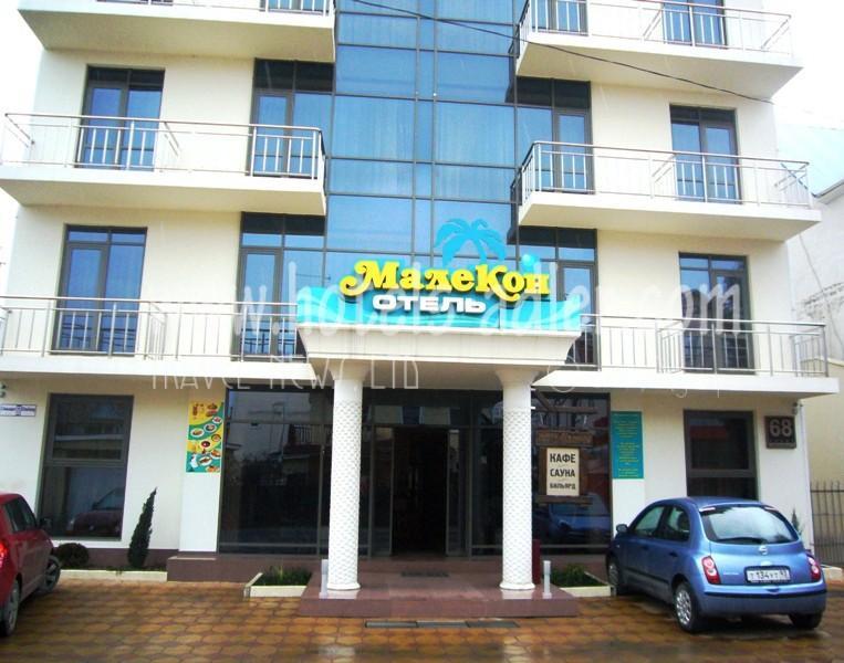 Фасад здания отеля. Фото: hotels-adler.com