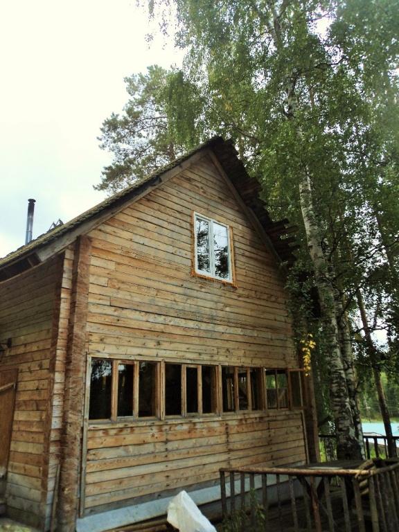 Деревянный домик на