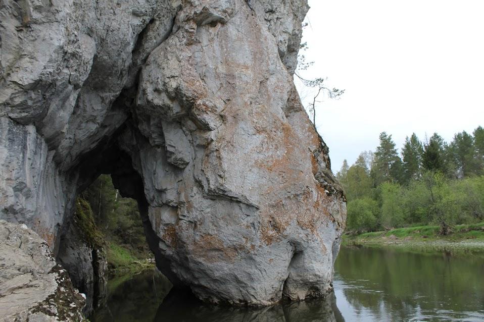 Дыроватый камень