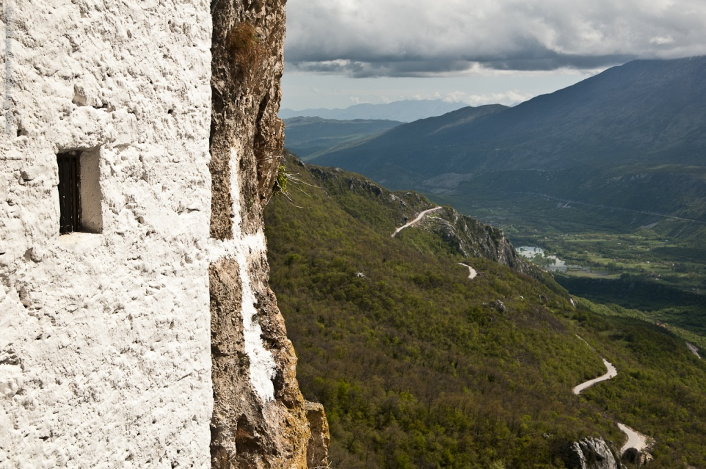 Вид на окрестности с балкона монастыря. Автор: torremountain. Фото:  www.flickr.com