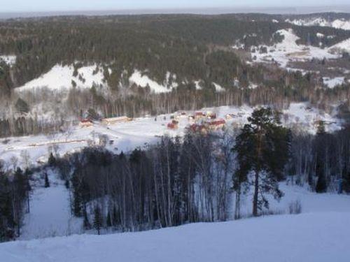 Вид на комплекс со второй трассы. Фото: www.zolotaya-gora.ru