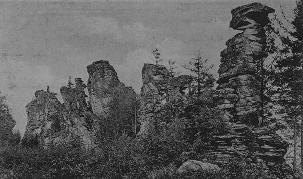 Так выглядели скалы почти 100 лет назад. Фотоснимки, сделанные Вениамином Леонтьевичем Метенковым, сохранились только в виде открыток, напечатанных в его время.