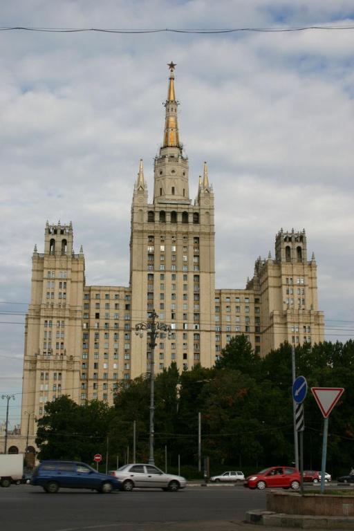 Высотка на Кудринской площади   Фото:  moscow-live.ru