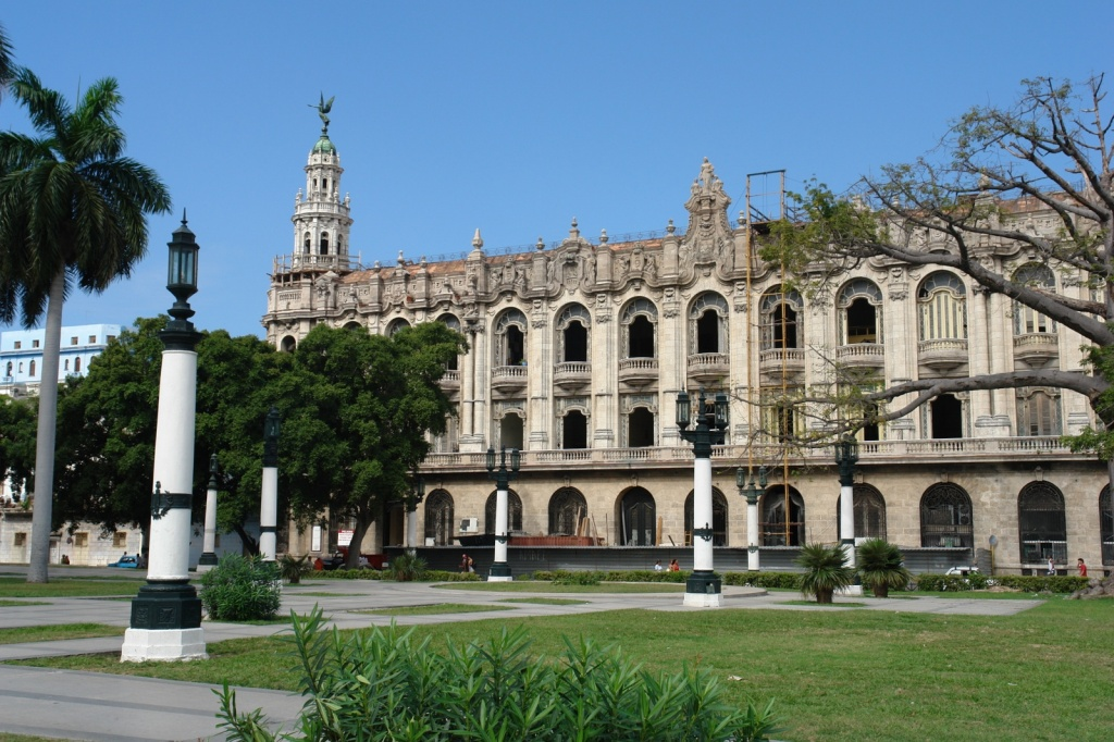В центре Гаваны есть и отреставрированные здания
