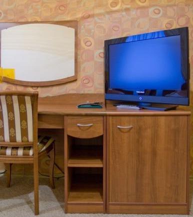 Рабочее место в номере. Фото: www.cityplaza42.ru