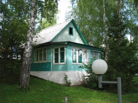 Деревянный домик. Фото: www.sayanring.ru