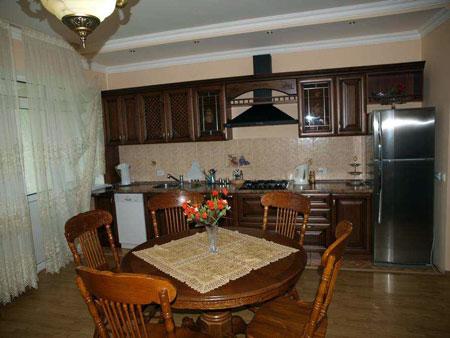 Кухня в номере «Апартаменты». Фото: www.sochi-roza.ru