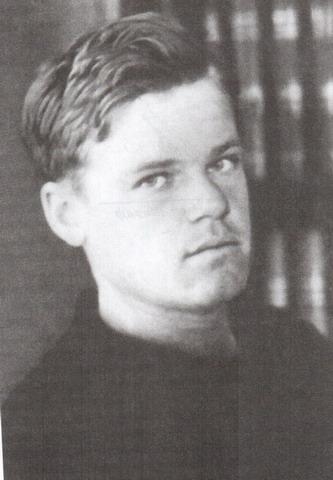 Леонид Мартынов в молодости.