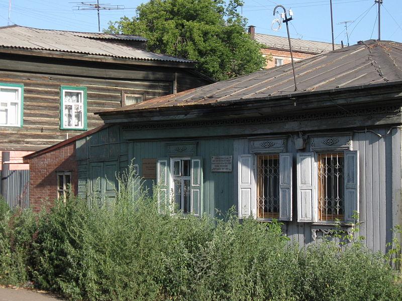 Дом, где жил Мартынов, с памятной табличкой. Фото: Odessey,  Википедия