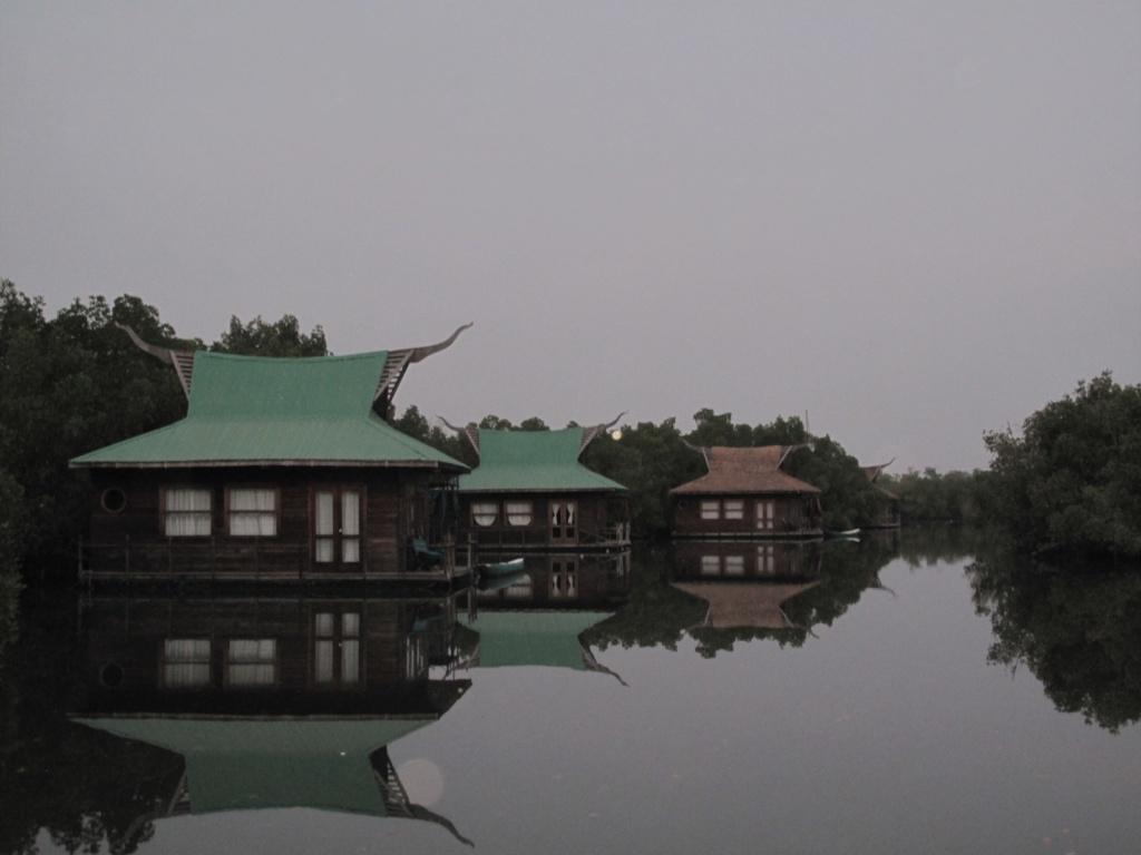 Плавающие домики отеля в заповеднике Макасуту. Автор: ambabheg. Фото:  www.flickr.com
