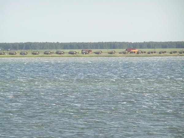 Озеро Горькое. Вид на оздоровительный комплекс. Фото: migenal75.narod.ru