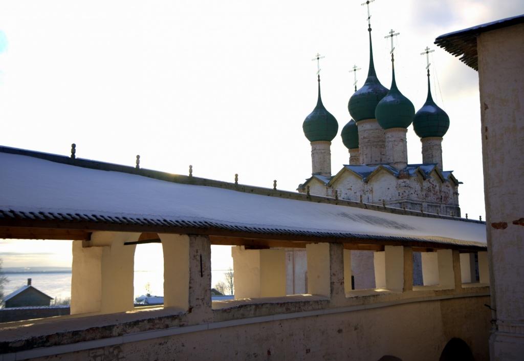 Крытые арочные переходы внутри Ростовского Кремля. Фото: ru.wikipedia.org
