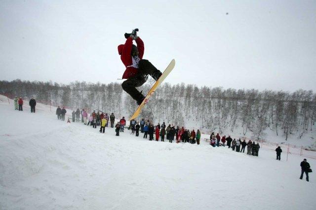 Соревнования по сноуборду. Фото: expark.millenium-omsk.ru
