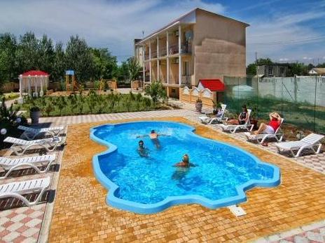 Бассейн на территории отеля. Фото: hotel-umorya.com
