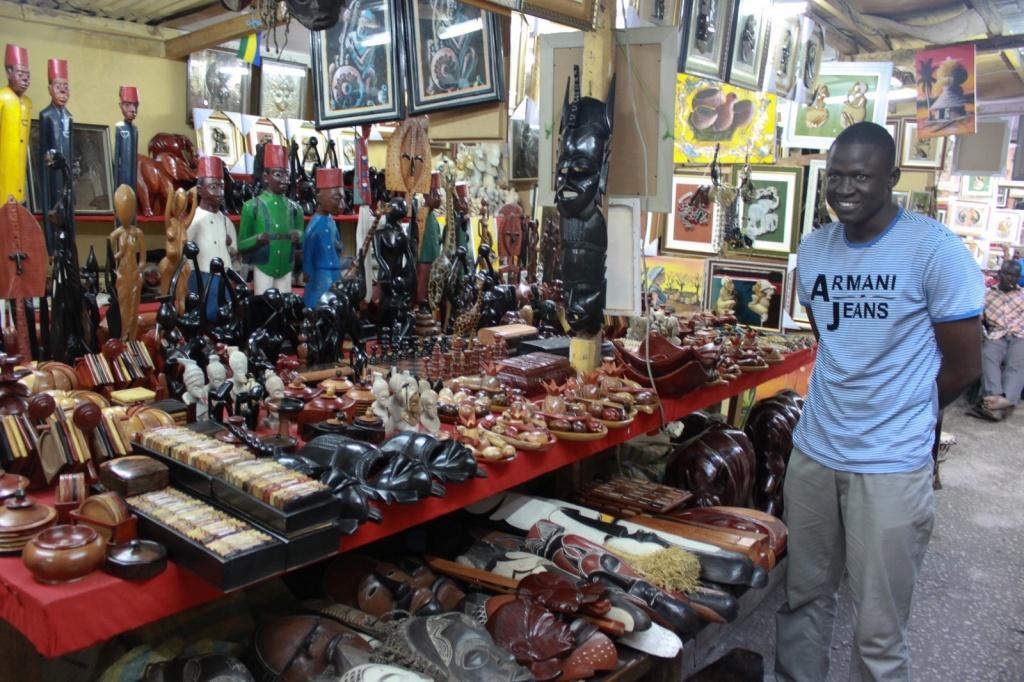 Рынок сувениров, Либревиль. Автор: brian.gratwicke. Фото:  www.flickr.com