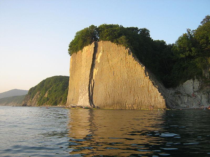 Скала Киселева, вид с моря.