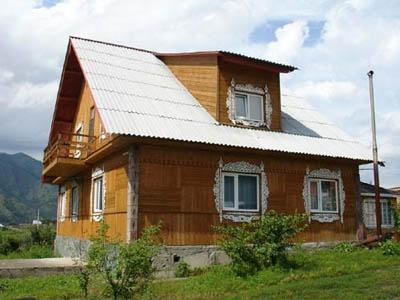 Первый дом. Фото: www.turistka.ru