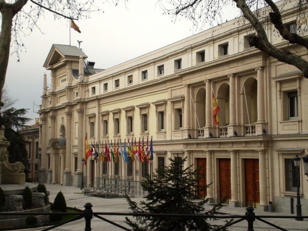 Дворец Сената. Автор: Esetena. Фото:   wikimedia.org