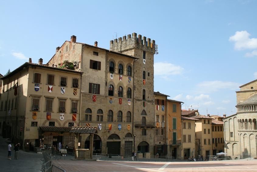 Главная_площадь_в_Ареццо,_Италия. Фото:  Тонкости_туризма