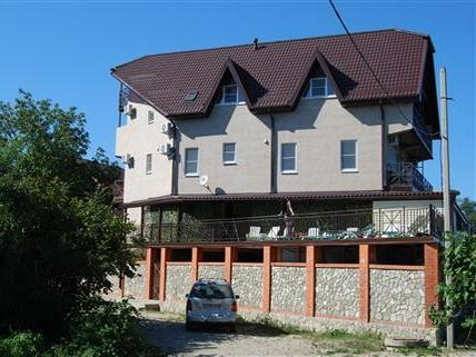 Фасад здания отеля. Фото: www.hotsummer.ru