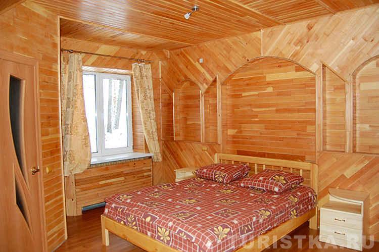 Спальня в коттедже. Фото: turistka.ru