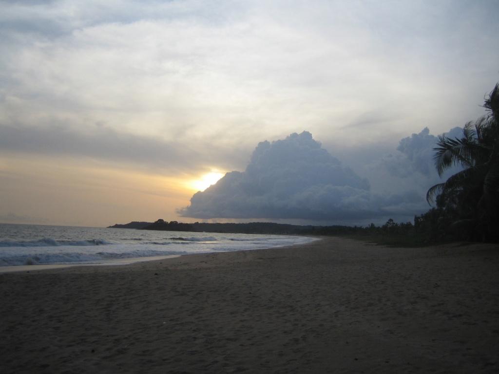 Пляжи Ганы. Автор: John and Clare. Фото:  www.flickr.com