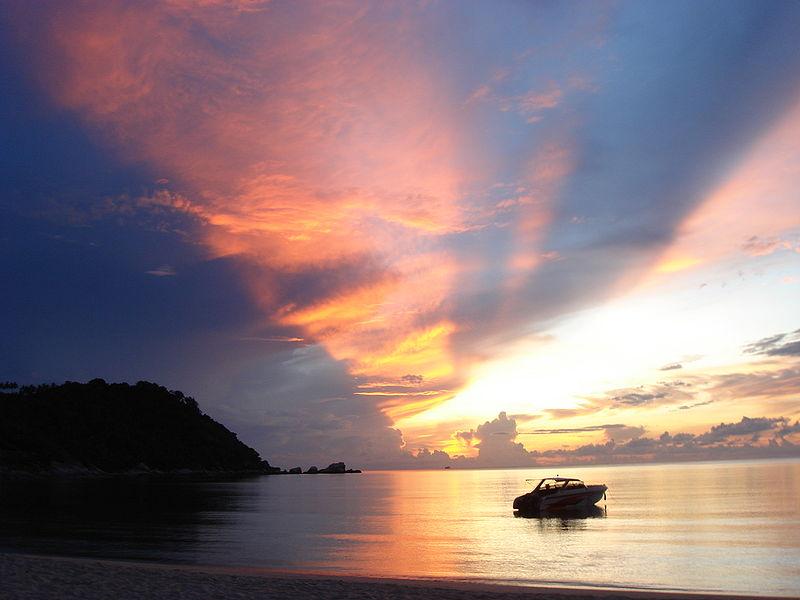Восход на Пхангане (Пляж Тонг Най Пан Яй). Фото: wikipedia.org