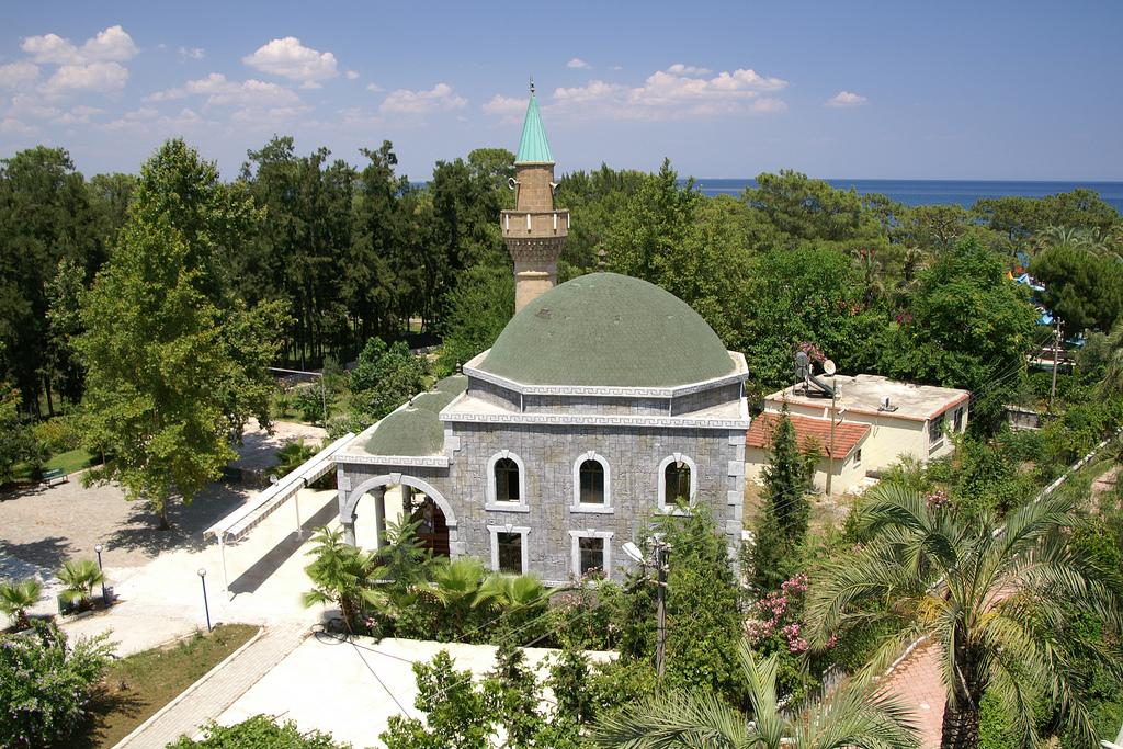 Мечеть в саду Бельдиби. Фото:  Тонкости туризма