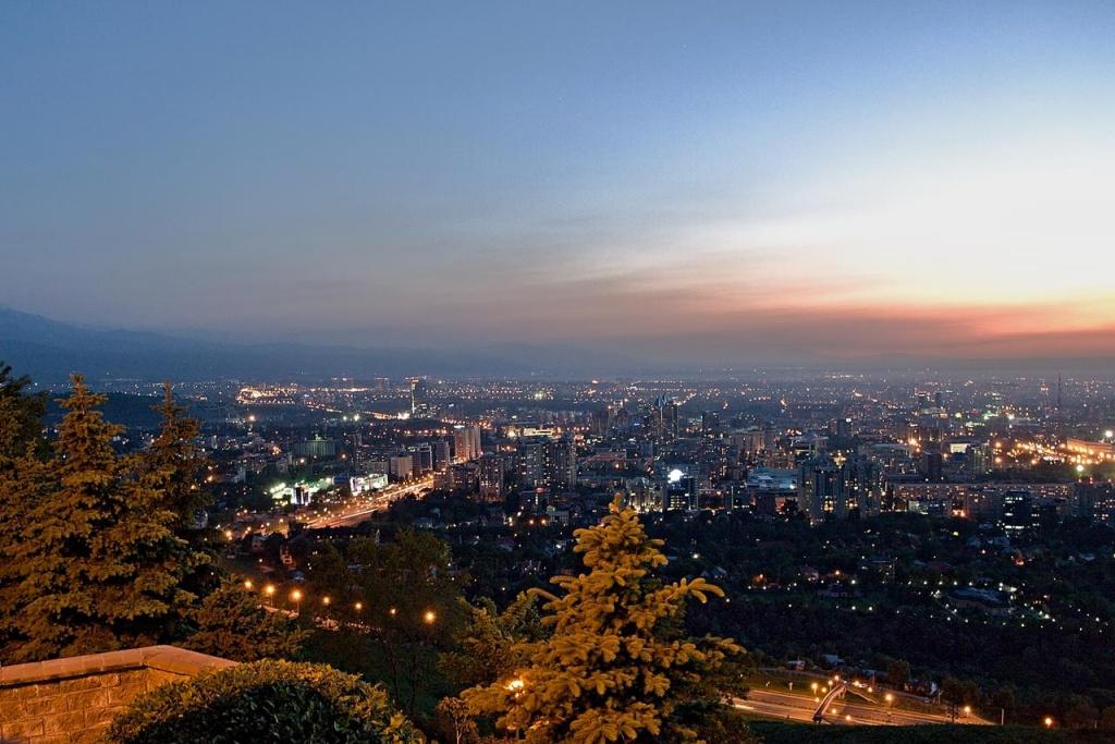 Вид на город с горы Кок-Тюбе Автор: Vladimir Varfolomeev Фото:  www.flickr.com