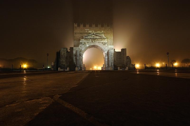 Арка императора Августа. Фото с сайта  www.tourister.ru