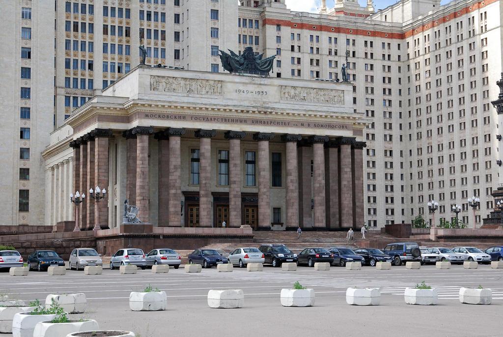 Главный корпус МГУ   Фото:  moscow-live.ru