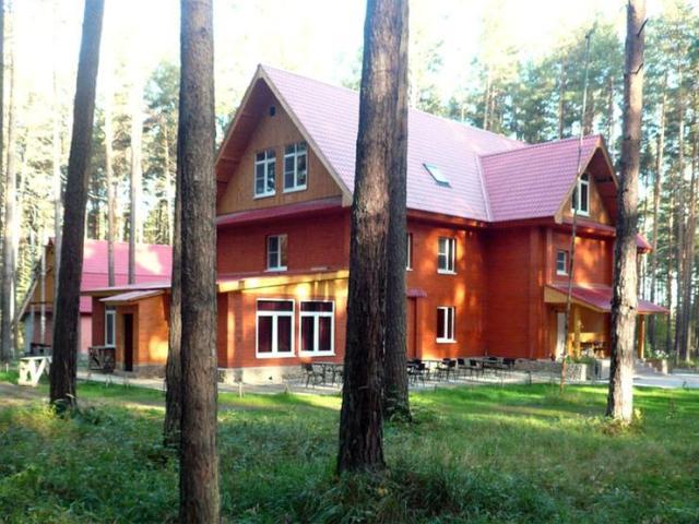Большой коттедж. Фото:www.turbaza66.ru.