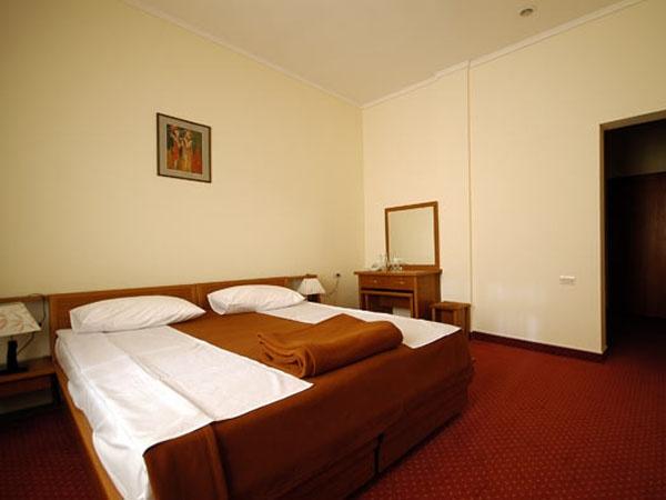 Интерьер номера. Фото: hotelkecharis.com