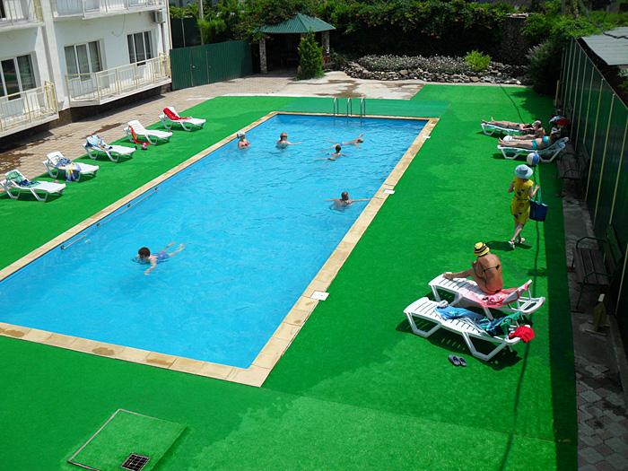 Бассейн. Фото: www.hotelsalut.narod.ru