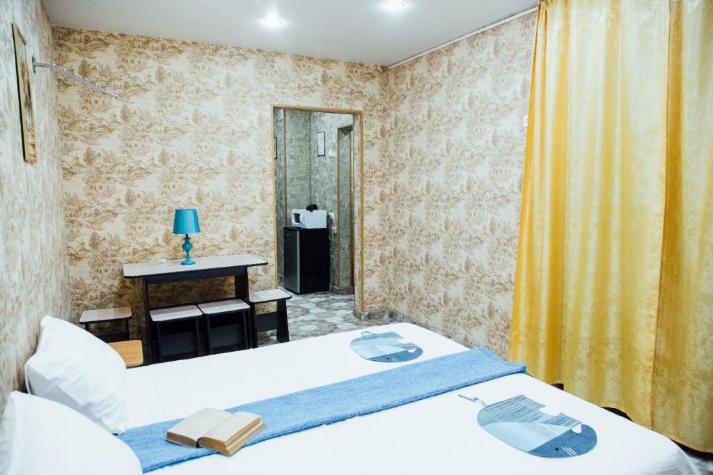 Большая комната в двухкомнатном номере Люкс для 1-4 человек