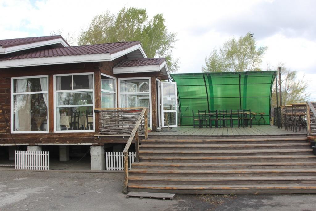 Отдельные домики с террасой.