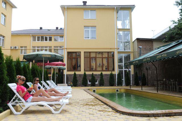 Бассейн. Фото: www.greenhosta.ru