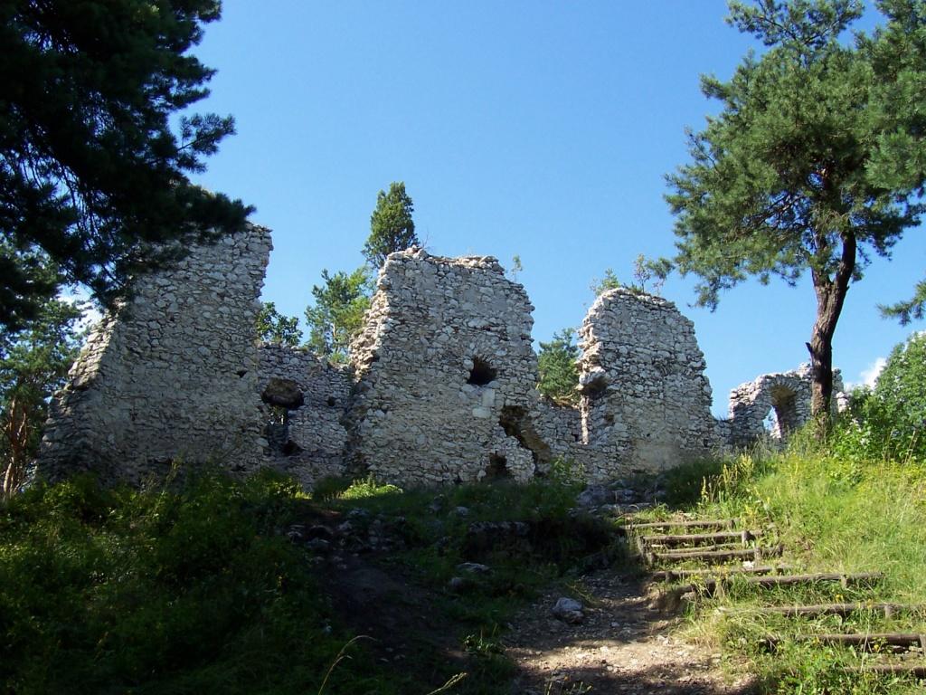 Руины рыцарского замка в Быдлине. Автор: Pimke. Фото:   wikipedia.org
