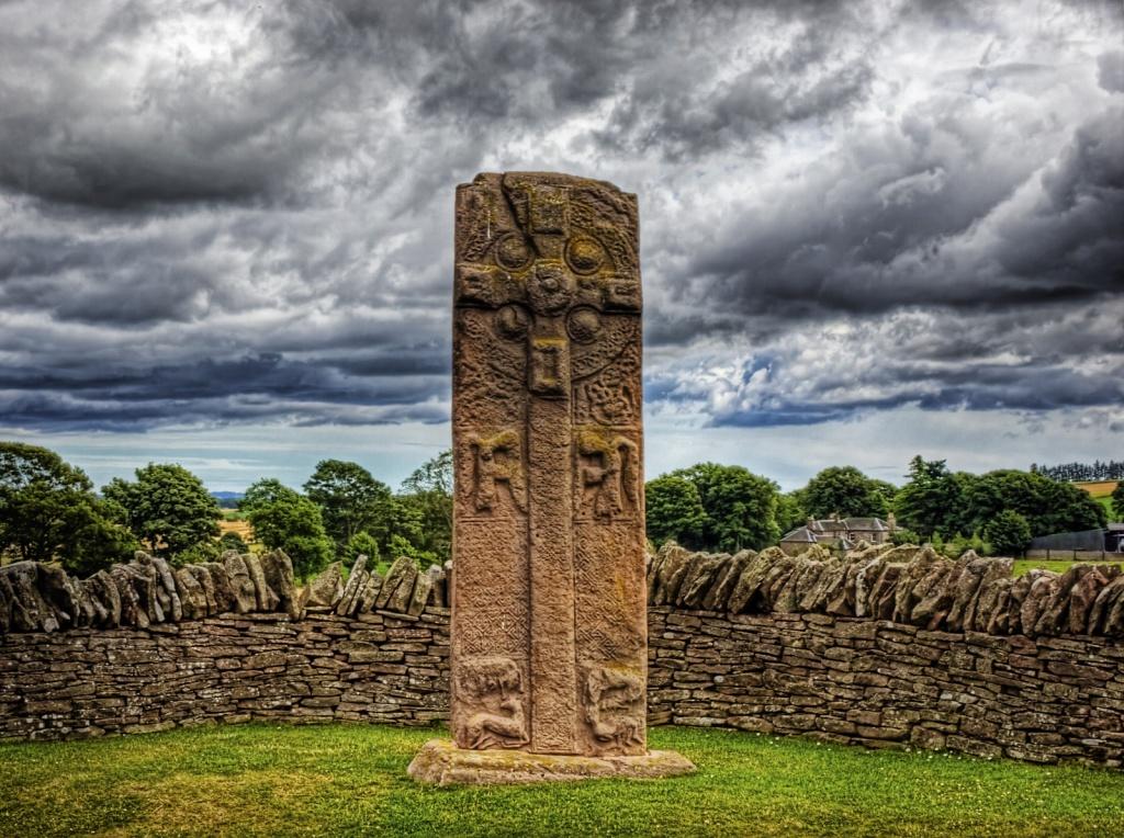 Кельтская скульптура в Аберлемно. Автор: Neil Howard. Фото:  www.flickr.com