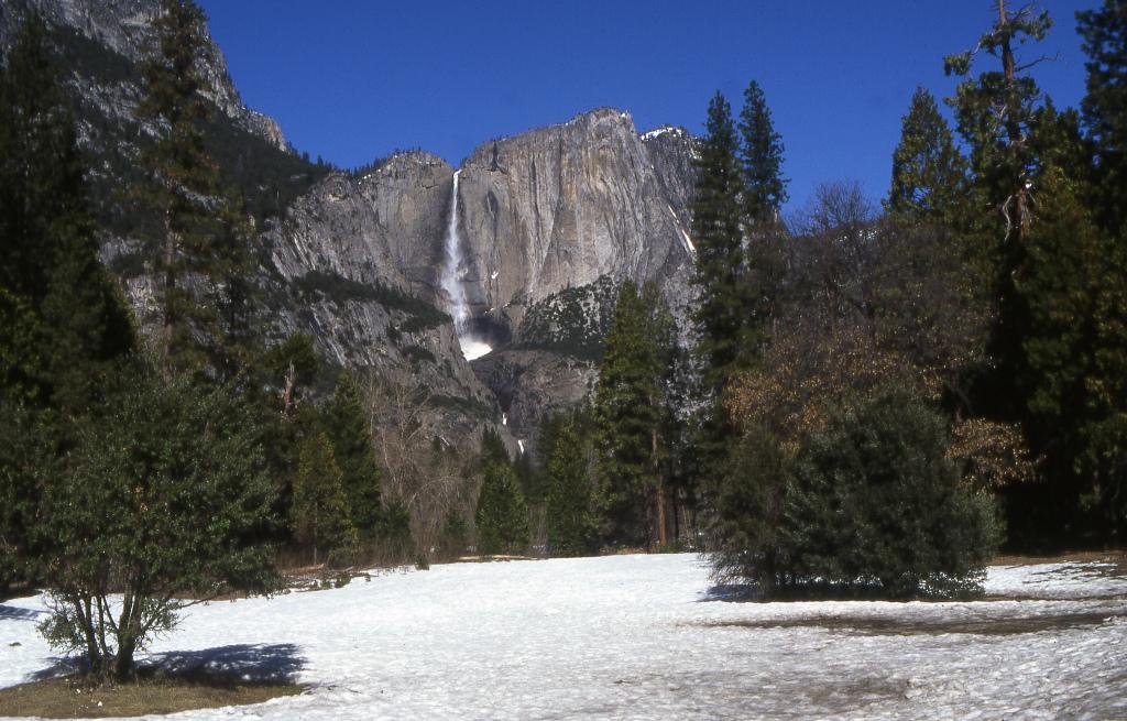 Водопад в Йосемити.Фото с сайта tonkosti.ru