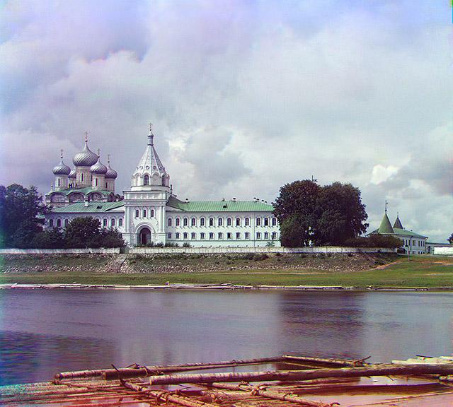 Кострома. Ипатьевский монастырь. Восстановленная фотография 1911 года. Фото Сергея Прокудина-Горского.