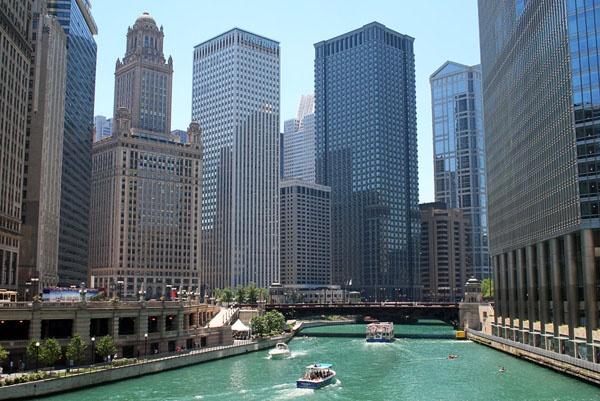 Река Чикаго. Фото с сайта www.americancities.ru