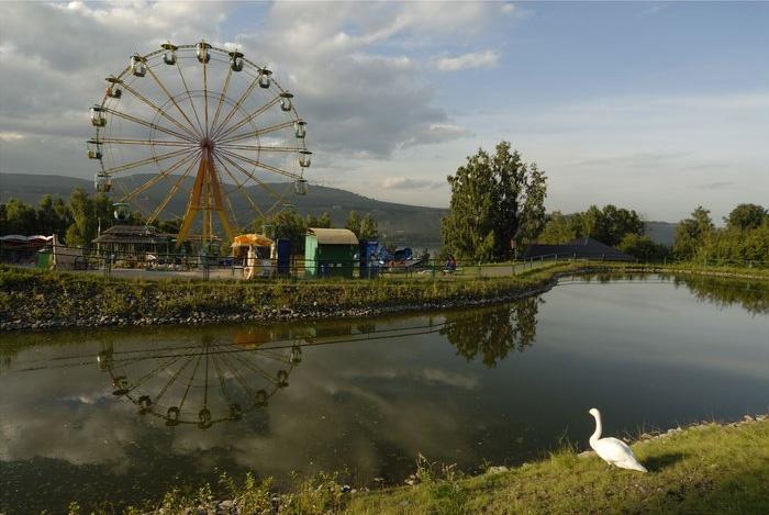 Территория парка   www.bronipoezd.ru