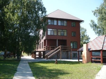 Территория базы отдыха «Уткуль». Фото: www.hunter-altai.ru